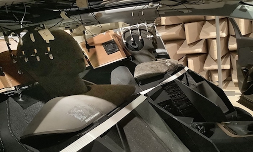 The measurement system and dummies positioned in the cabin of a car.